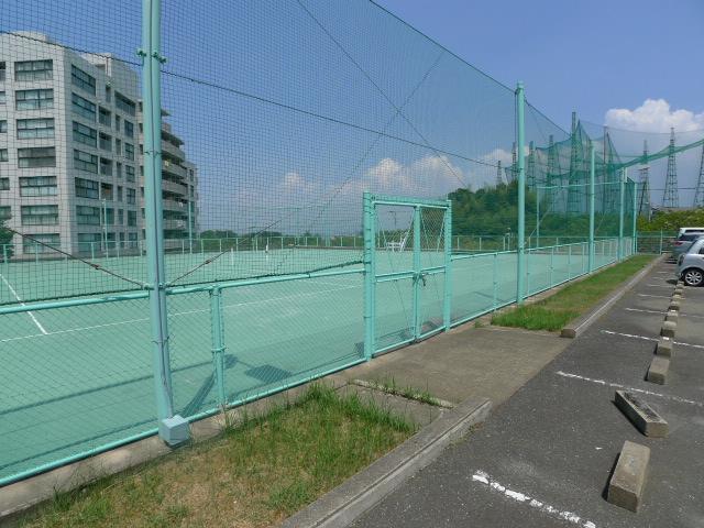 デュオ柏原敷地内テニスコート